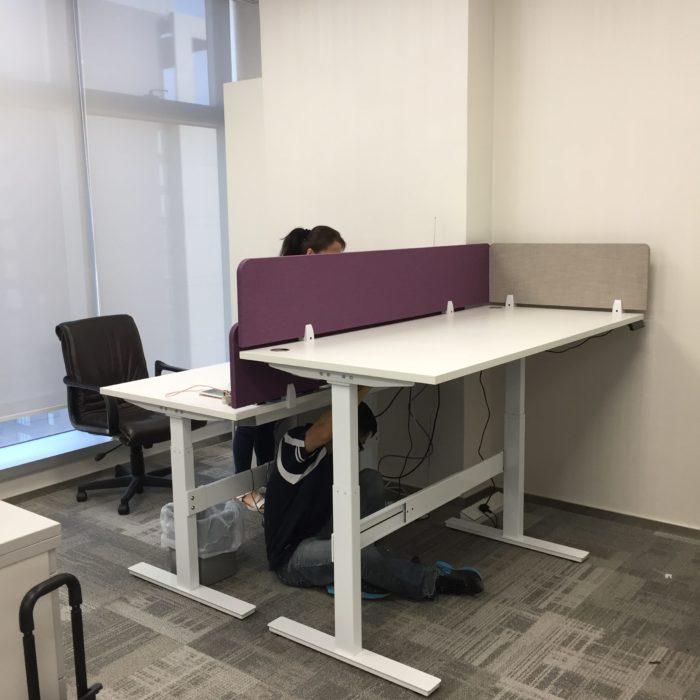 電動升降桌帶屏風