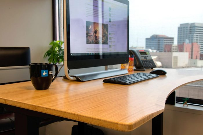 Stand Up desk with ergonomic contour and eco-friendly bamboo top