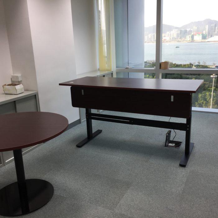 電動升降桌帶擋板